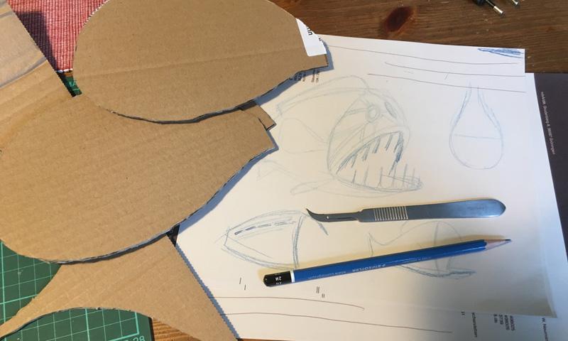 Die Grundform wird auf Pape übertragen und ausgeschnitten